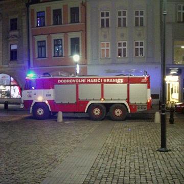 Do vánoční atmosféry na náměstí vtrhl požár dřevěného stánku image not found